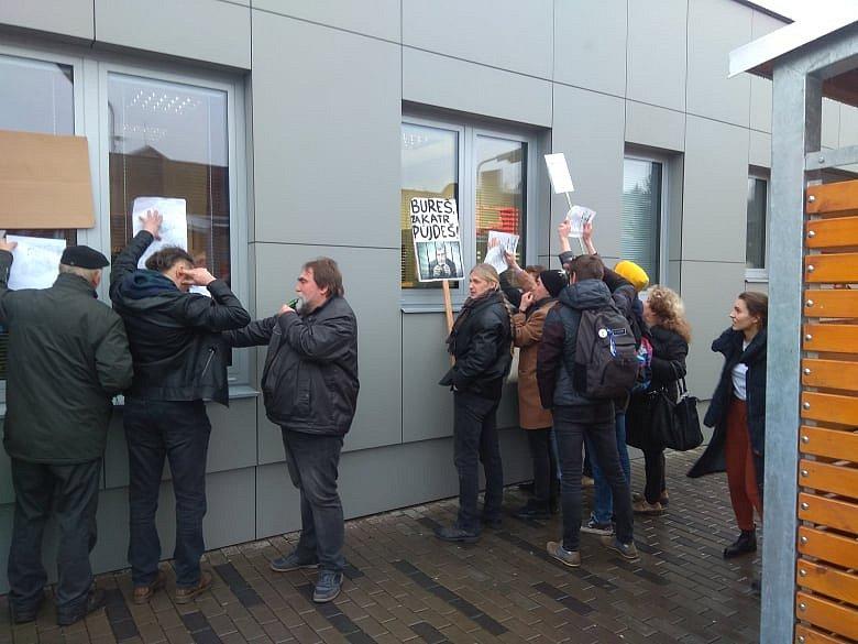 Protestující v Náchodě