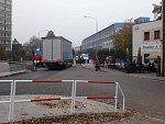 Neštěstí v Náchodě. Pod koly kamionu zemřela žena