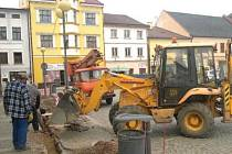 Na polickém náměstí jsou v současné době v plném proudu stavební práce.