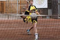 MLADÍ nohejbalisté Zbečníka si z MČR starších žáků přivážejí dělené 5. místo ve dvojicích i v trojicích.