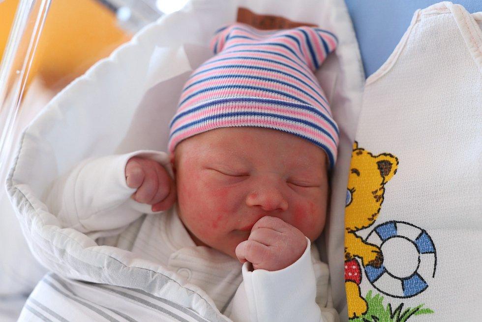 Adam Kábrt z Červeného Kostelce je na světě! Narodil se 11. září 2019 v 8 hodin ráno, vážil 3650 g a měřil 50 cm. Z prvního děťátka se radují rodiče Kateřina Seidlová a Miroslav Kábrt.