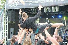 Třídenní festival si užívaly stovky návštěvníků, kterým přijelo zahrát více než 40 kapel.