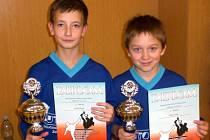 POHÁRY a diplomy za třetí místo si z turnaje v Modřicích odvážejí David Polák a Václav Pohl ze Sokola Zbečník.