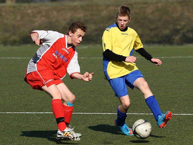 OKRESNÍ derby Krajského poháru starších žáků mezi Novým Městem a Rozkoší vyhráli hosté z RSCM (ve žlutém) 2:0.