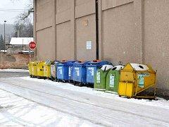 Město Hronov se neustále potýká s nepořádkem a ukládáním nevhodného odpadu u kontejnerů na tříděný odpad.