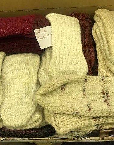 Lidé vyslyšeli výzvu a darovali pacientům náchodské nemocnice okolo 700 párů ponožek.