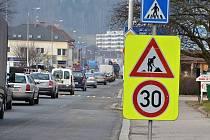 Oprava křižovatky u Slávie v Náchodě.