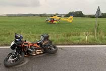 U srážky motocyklisty se srnou zasahoval vrtulník.