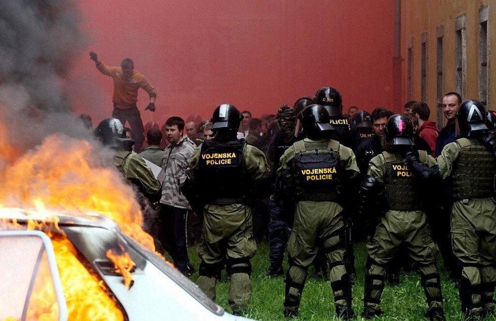 """V Josefově na Náchodsku se v pondělí 24. května konalo cvičení pořádkových jednotek Policie ČR """"Městské násilí 2010""""."""