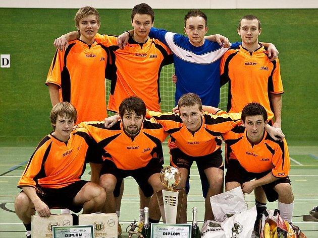 Mezi třiceti účastníky osmého ročníku Jelichov cupu se nejvíce dařilo týmu FC Sportisimo, které z dvanácti odehraných zápasů prohrálo pouze jedinkrát.