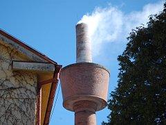 Nad Babiččiným údolím se vznášel dým z komína bývalé textilní továrny