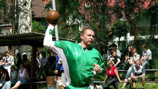 Na snímku je nejlepší krčínský čtvrtfinálový střelec Kamil Zimla, autor 9 branek.