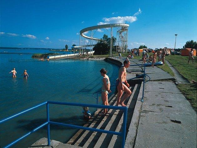 Autokemp na Rozkoši potřebuje bazén.  Kvalita vody v přehradě se zhoršila.