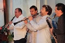 V BOŽANOVSKÉM  kostele v sobotu zahráli a hudebně  zaimprovizovali Clarinet Factory.