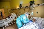 Covid-19 lůžka který vyčlenila Náchodská nemocnice v rehabilitačním pavilonu, kde se starají o pacienty s koronavirem