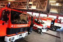 Novoměstští hasiči dostali od německých kolegů hasičský automobilový žebřík.