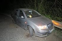 Dopravní nehoda v nočních hodinách: spolujezdkyně vypadla z vozidla.