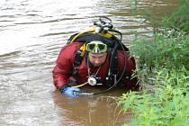 Potápěči pátrali po pohřešovaném řidiči.