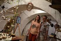 V běžně nepřístupném barokním sklepení ratibořického zámku se koná 13. ročník výstavy Keramika aneb Sklepení plné andělů.