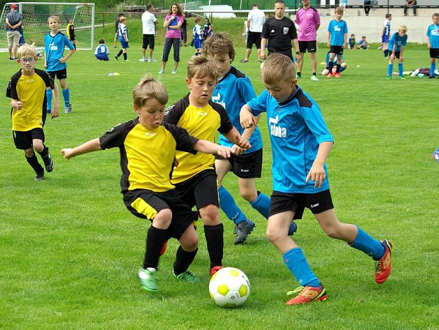 TURNAJ starších přípravek přinesl řadu vyrovnaných zápasů, vnichž často musely rozhodnout až penalty.