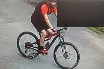 Pátrání po cyklistovi.