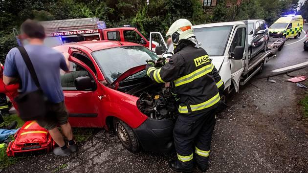 Dopravní nehoda uzavřela silnici u Nového Města nad Metují.
