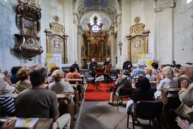 Druhý koncert si přišlo do šonovského kostela vyslechnout více než 328 návštěvníků z České i Polské republiky, kteří do festivalových kasiček přispěli na dobrovolném vstupném částkou 24.080 korun.