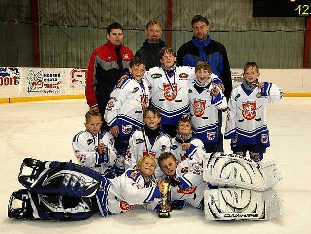 Třetí místo si vezou z výborně obsazeného turnaje v Brně mladí hokejisté Jaroměře.