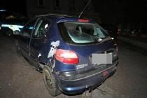 Po nárazu do stromu řidička pokračovala v jízdě. Policejní hlídka havarovaný vůz zastavila a řidička nadýchala přes dvě promile.