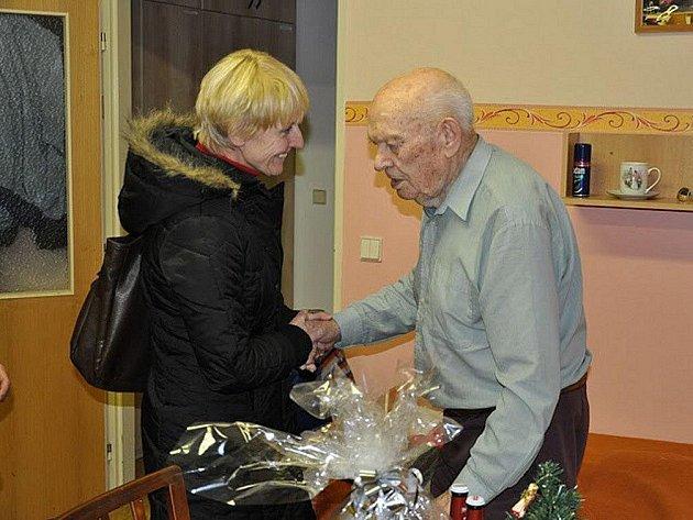 Karel Kašpárek, nejstarší člen Sboru dobrovolných hasičů Běloves, slaví 21. prosince 105. narozeniny.