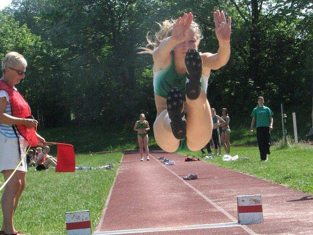 Kristýna Loudová tímto skokem na hranici 486 centimetrů získala druhé místo.