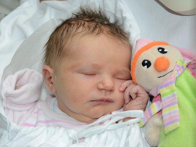 LUCIE GENNERTOVÁ se narodila 23. května 2013 v 9:39 hodin s váhou 3675 g a délkou 52 cm. S rodiči Petrou a Vladimírem, a s tříletým bráškou Tomáškem, mají domov v Hronově.
