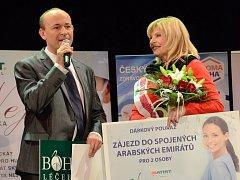 Nej sestřička 2013 je Zdena Oldřichová z anesteziologicko-resuscitačního oddělení Nemocnice Boskovice. Na snímku s Davidem Novotným.
