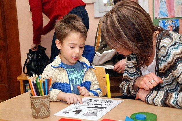 Předškoláci z Velkého Poříčí a okolí přišli předvést své znalosti a šikovnost svým budoucím učitelkám.