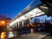 Stavbaři stále pracují na novém mostu přes Labe v Jaroměři. Bude stát 27,2 milionu.