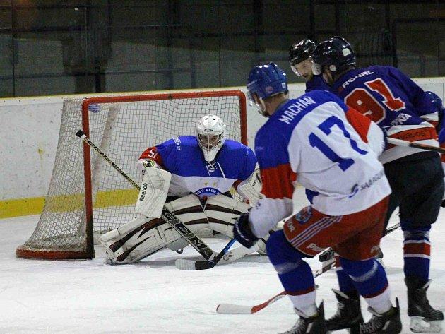 NÁCHODSKÝ brankář Václav Mertlík přišel v zápase s Jičínem o nulu až v 58. minutě utkání.