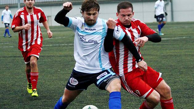 SOUBOJ novoměstského Vladimíra Jelena (ve světlém) s libčanským Michalem Blažejem Utkání nakonec vyhráli hosté vysoko 6:0.