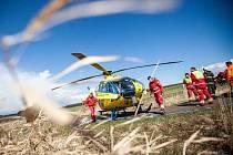 Krátce před třináctou hodinou havaroval na silnici mezi obcemi Bohuslavice nad Metují a Rohenice osmnáctiletý motocyklista.