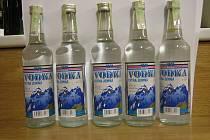 Závadný alkohol zajištěný celníky.