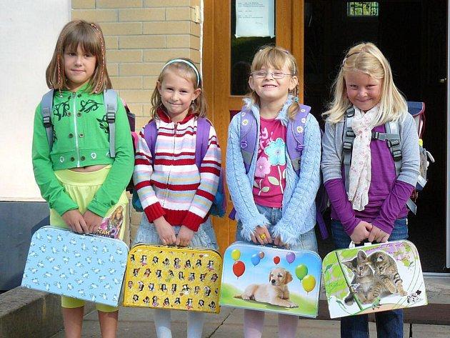 Do první třídy ve Vernéřovicích nastoupily jen čtyři dívky.
