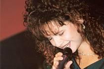 Brněnská rodačka Elen Suchánková si  své hudební renomé postupně a cílevědomě budovala od 90. let minulého století.