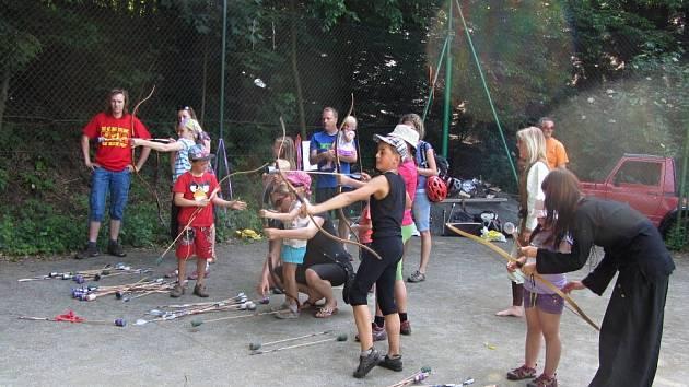 Sokol Zbečník uspořádal na volejbalových kurtech ve Zbečníku dětský den.