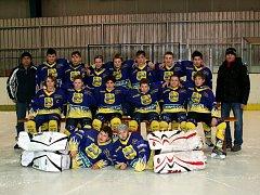 LETOŠNÍ turnaj O pohár města Jaroměře Easton Cup 2013 zahájila vzájemným utkáním mužstva domácího HCM Jaroměř a Spartaku Nové Město nad Metují (na snímku).