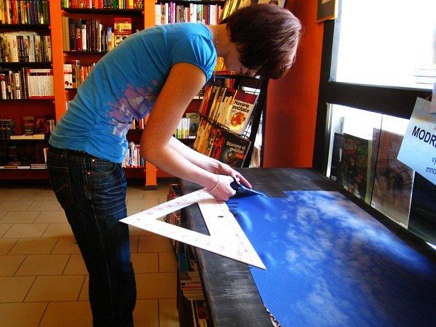 Modré z nebe v knihkupectví Hobit.