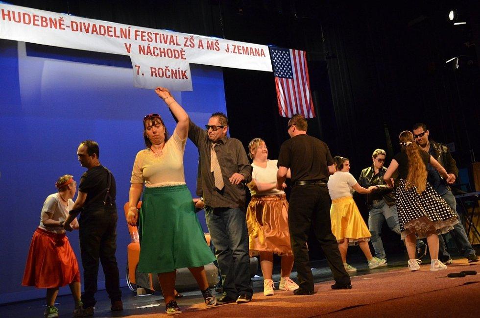 Hudebně-divadelní festival pro hendikepované žáky Královéhradeckého regionu navštívil i velvyslanec Spojených států amerických v ČR Andrew H. Shapiro.