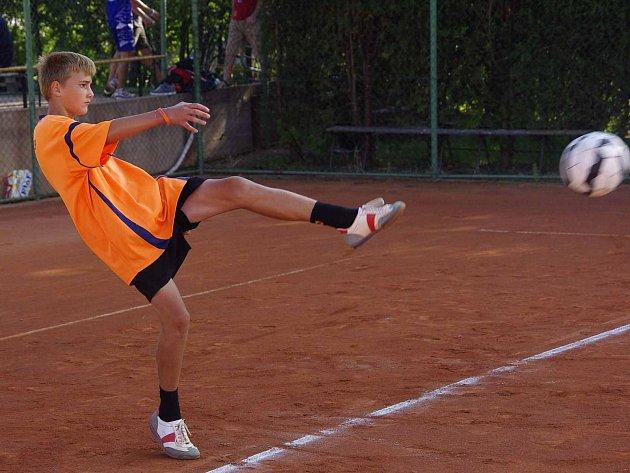 LUKÁŠ KÁBRT (na snímku) vybojoval spolu s Petrem Potůčkem mistrovský titul ve dvojicích, sám byl pak navíc direktoriátem turnaje vyhlášen nejlepším polařem.