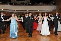 Mladí tanečníci a tanečnice při věnečku předvedli rodičům, příbuzným a kamarádům, co se všechno v tanečním kurzu naučili.