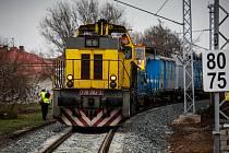 Trati Jaroměř - Česká Skalice nic nechybí. Přesto na ní trvá výluka. Zatím totiž nefunguje zabezpečovací zařízení na 11 železničních přejezdech, které ji křižují.