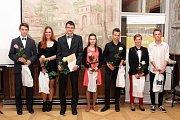 Nadační fond Gymnázia Broumov ocenil v Opatských sálech broumovského kláštera nejlepší studenty školy za školní rok 2016 a 2017.