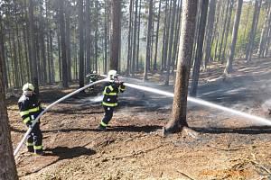 U Heřmánkovic hořela hrabanka, zasahovali hasiči.